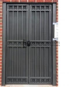 SWG3 - Square Triple Oxley Ring Gate with Perforated Backing