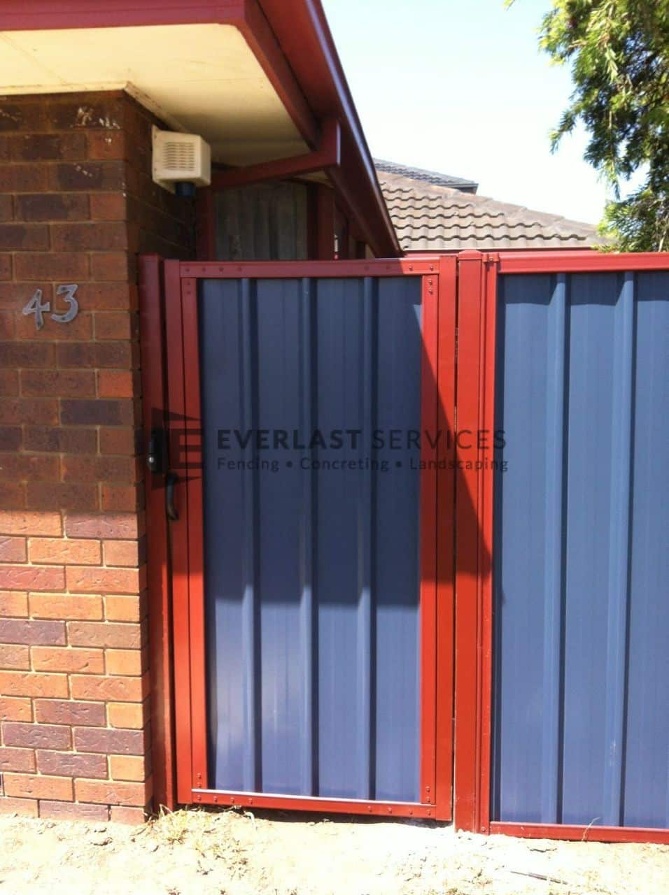 SS3 - Manor Red Frame with Bluestone Colourbond Single Gate