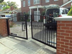 DG17 - Black Arc Spear Steel Motorised Double Gate - Hoppers Crossing