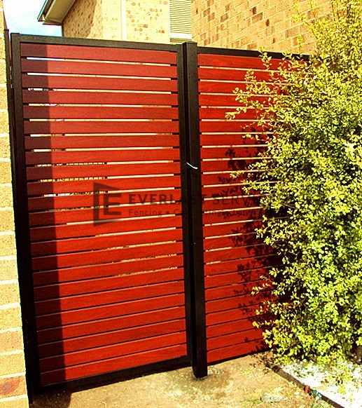 SS31 - Black Post + Frame with Jarrah Slats and Side Panel - Hoppers crossing