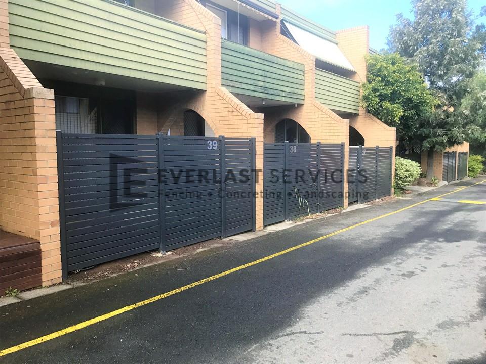 SS118 - 516 Moreland Road Horizontal Aluminium Slats Single Grey Gate