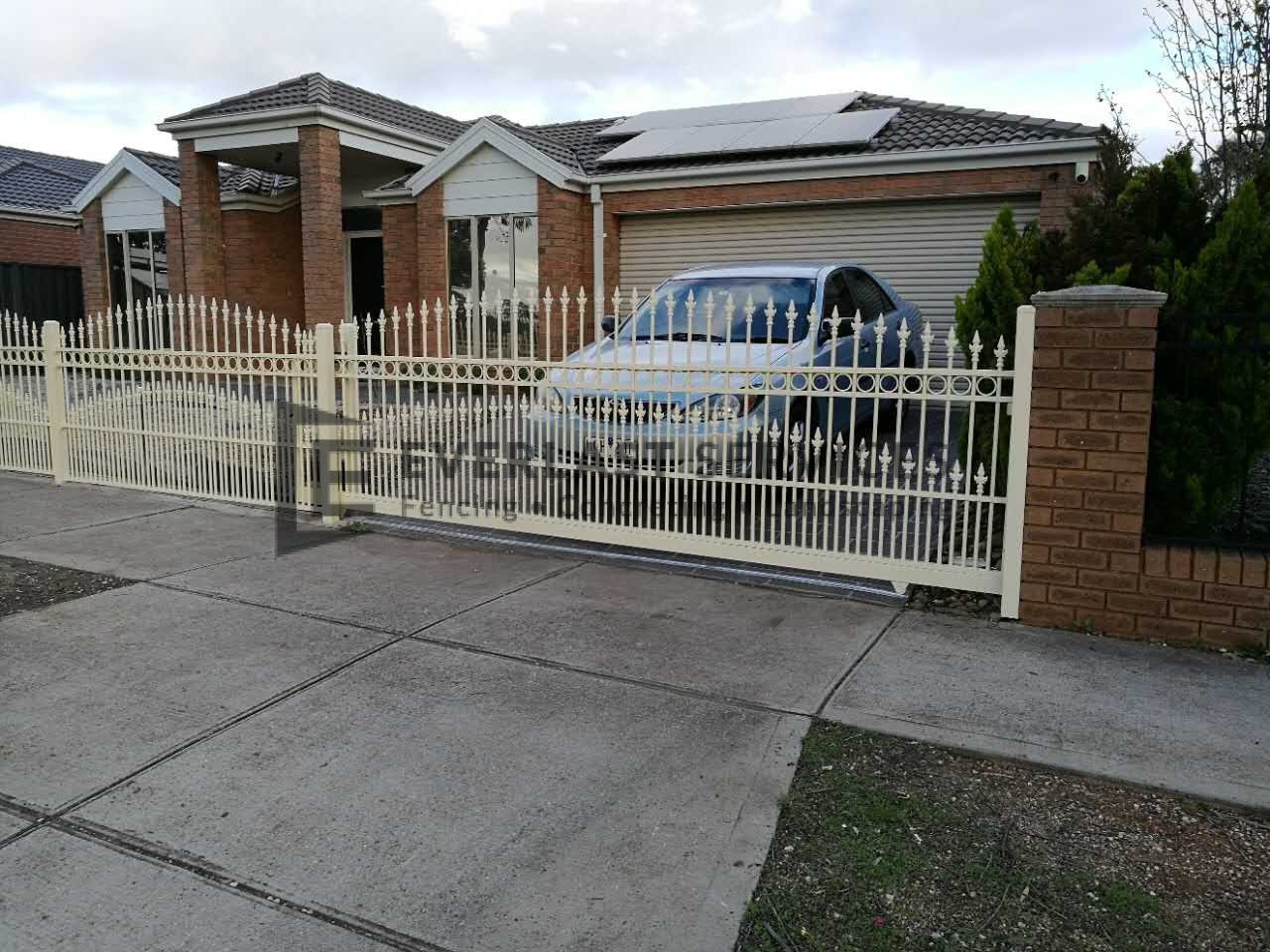 SG51 - Double Curved Spear Sliding Gate