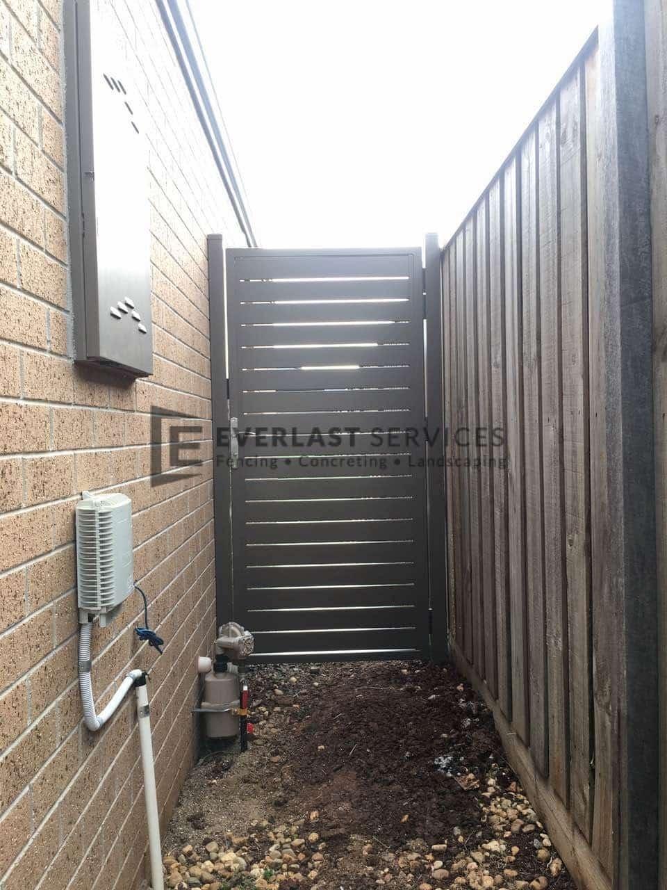 SS107 - Side Access Slat Single Gate