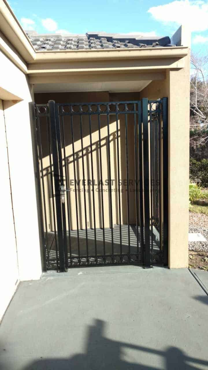 SS75 - Black Double Oxley Ring Security Gate 2