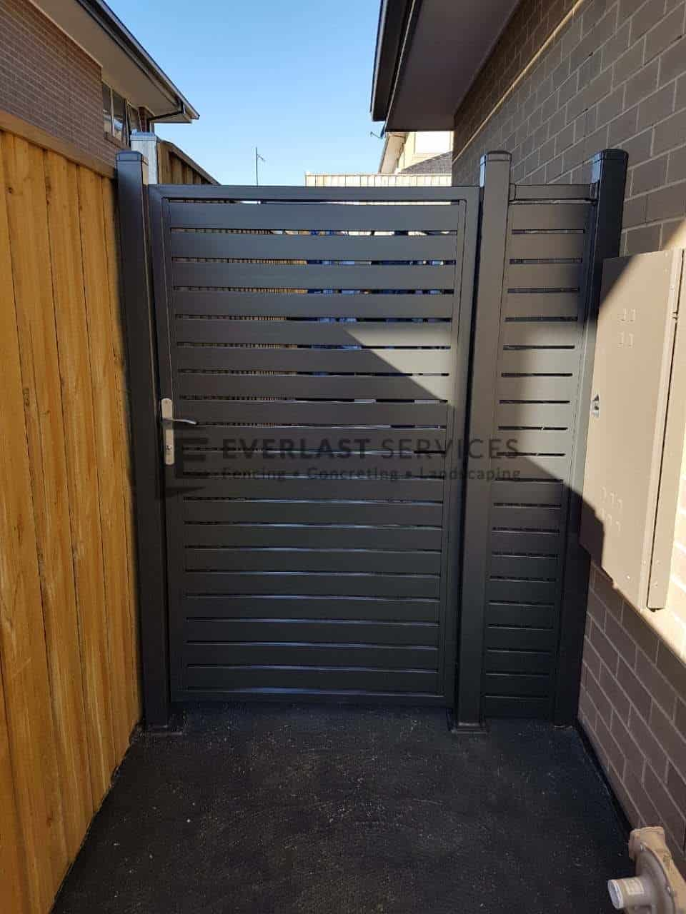 SS105 - Single Side Gate Aluminium Slats
