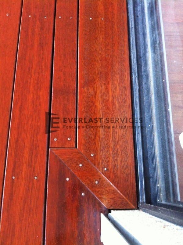 21 - Close up timber deck corner