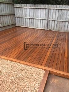 T92 - Backyard Decking Landscaping