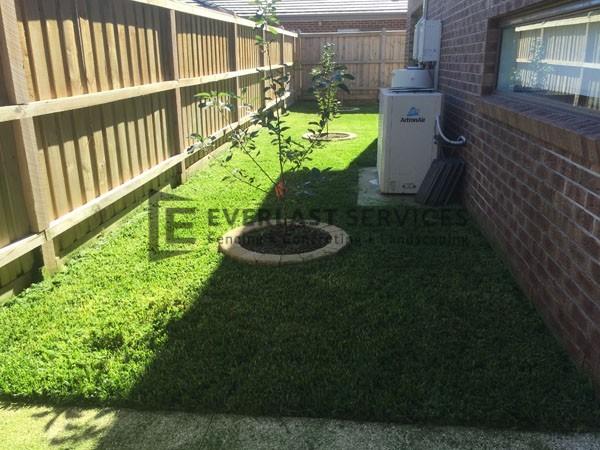 L17 - Turf with Miniwall Garden Circle