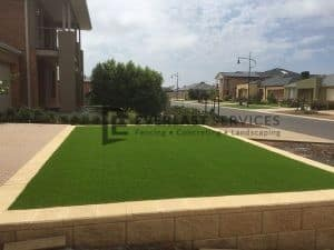 L21 - Versa Wall Retaining Wall wtih Synthetic Grass