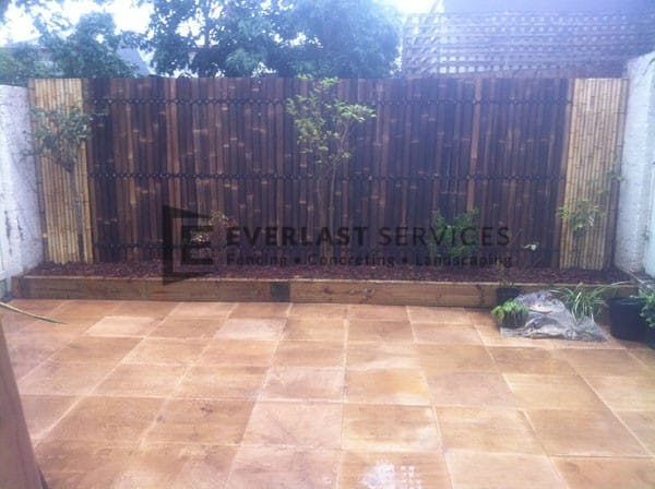 L9 - Bamboo Fencing Screens with Sandstone Paving