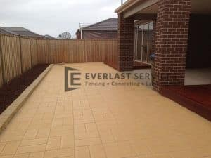 43 - Sand pavers back yard
