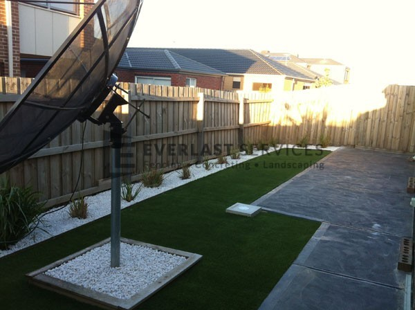 L15 - Plain Concrete with Synthetic Grass