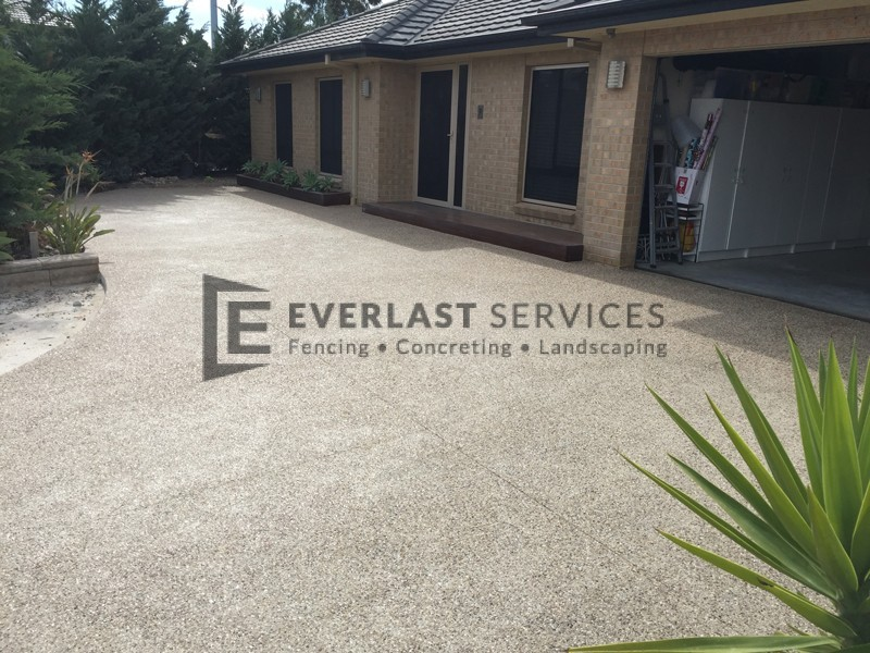 EA7 - Light Exposed Aggregate Driveway