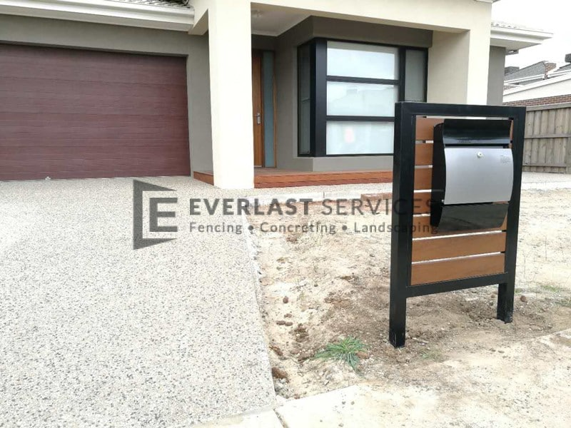 EA24 - Exposed Aggregate Driveway