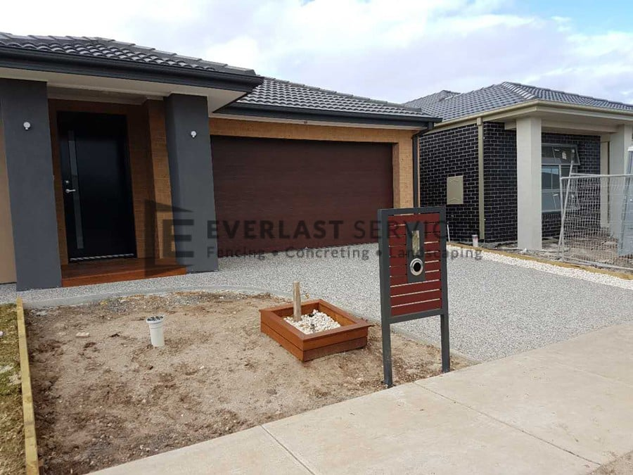 EA53 - Exposed-Aggregate Driveway Residential