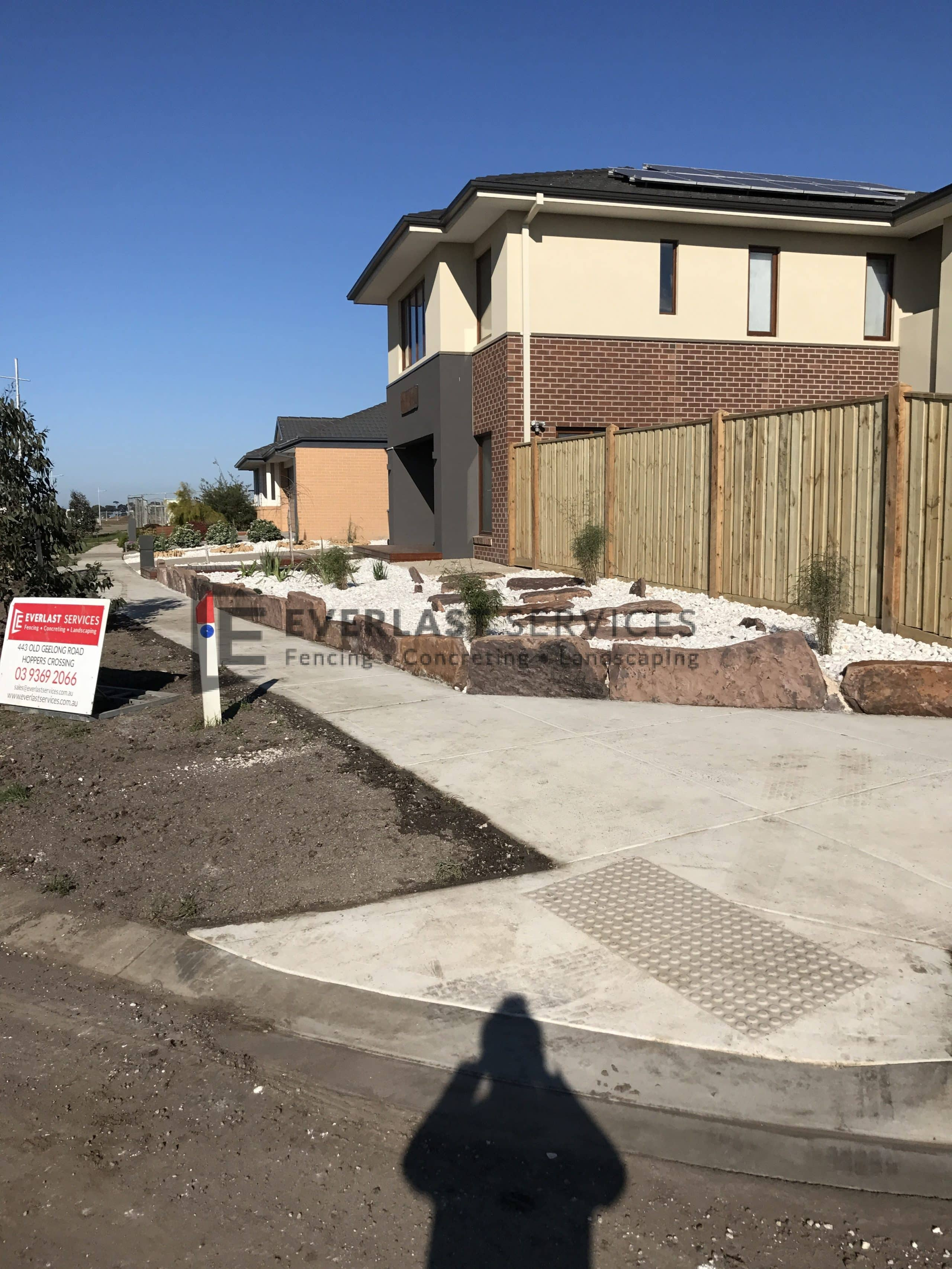 L87 - Front Mud Rock Retaining Wall + White Ice Pebble 2