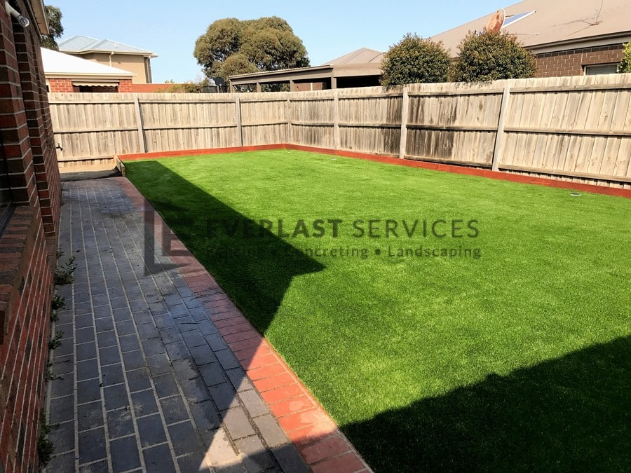 L118 - Synthetic Grass Landscaping