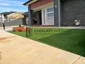 L125 - Synthetic Grass with Merbau Garden Box