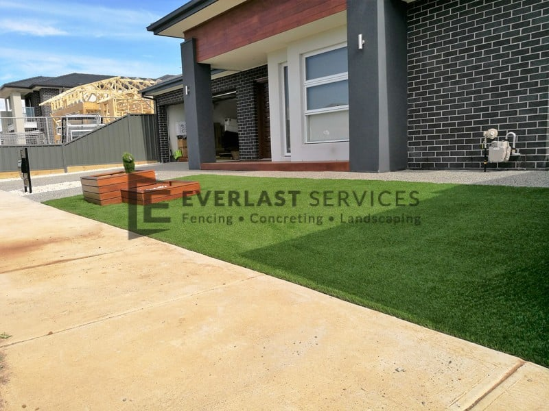 L133 - Synthetic Grass with Merbau Garden Box