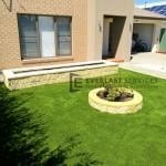 L116 - Synthetic Grass with Versa Wall Garden Box and Miniwall Garden Wall