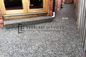 EA30 - Exposed Aggregate + Stoop