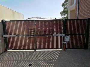 DG53 - Motorised Jarrah Slats Double Gate Back