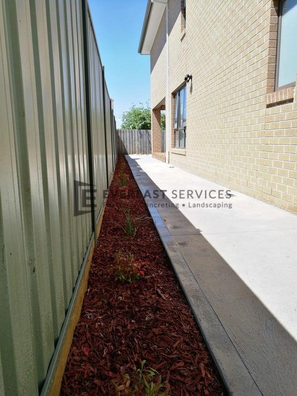 PLC9 - Plain Concrete with Redgum Mulch