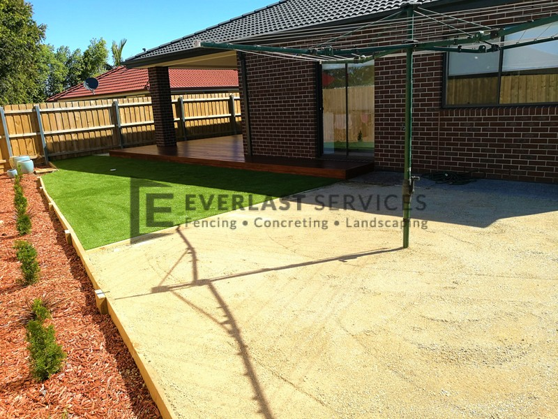 L127 - Synthetic Grass with Lillydale