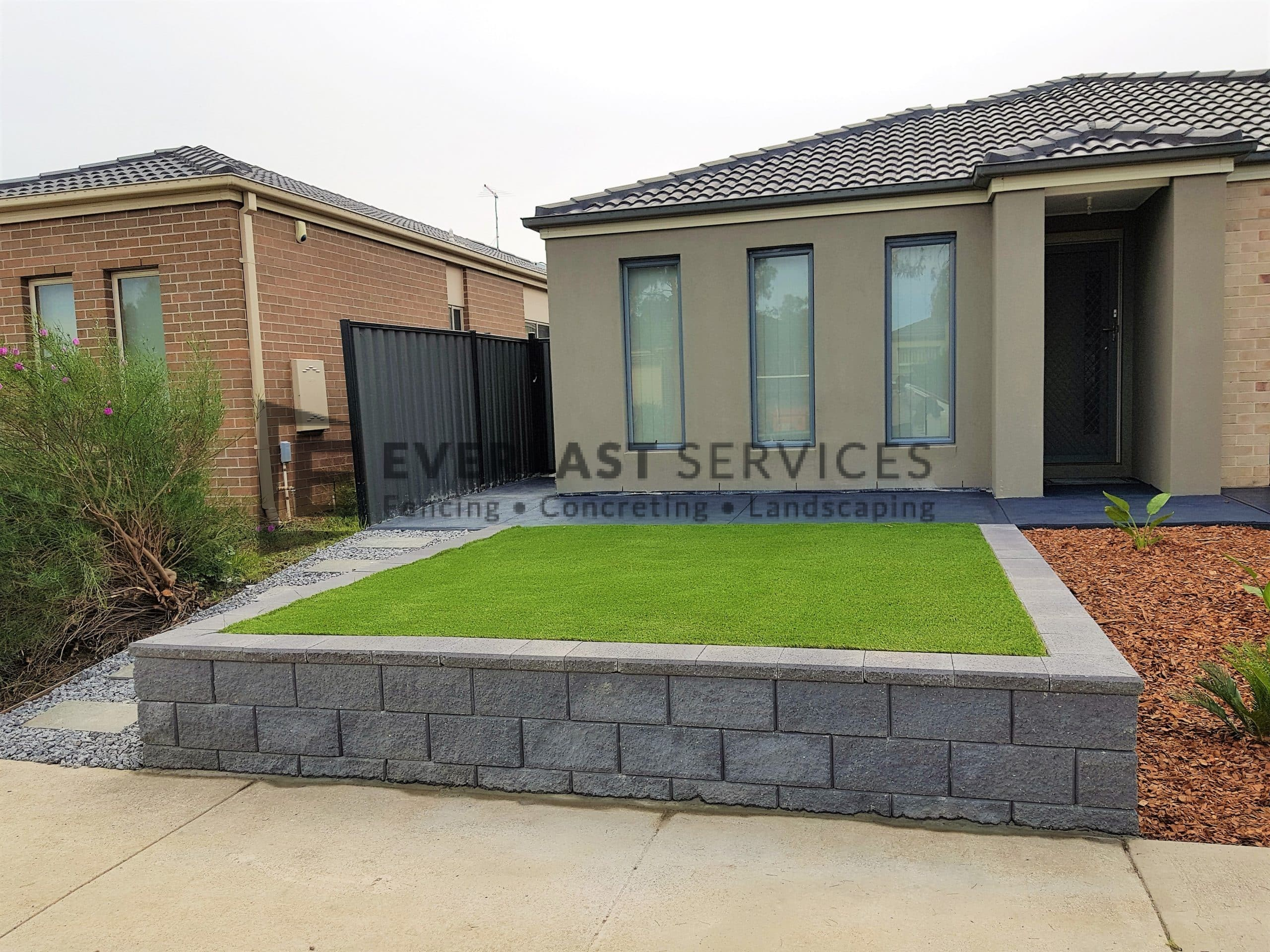 L190 - Front Versablock Retaining Wall + Synthetic Grass