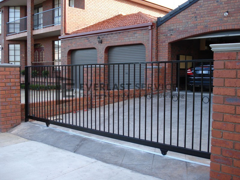 SG16 - Flat Top + Feature Ring Sliding Gate Left View - Laverton
