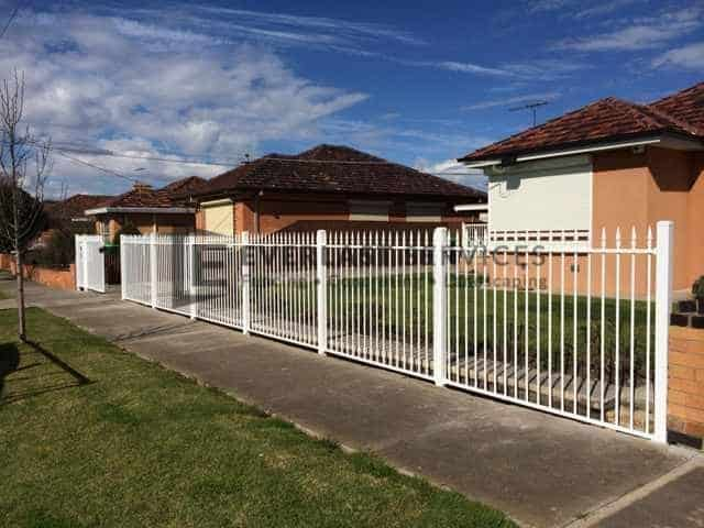 SF14 - White Level Spear Steel Fencing Panel - Footscray