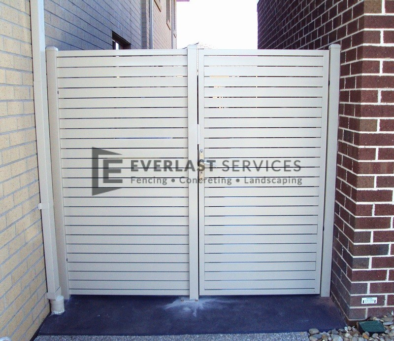 DW18 - Pearl White Aluminium Slats Single Gate with panel
