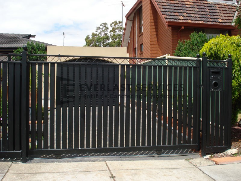 SG18 - Steel Vertical Slats + Criss Cross Sliding Gate - Melbourne