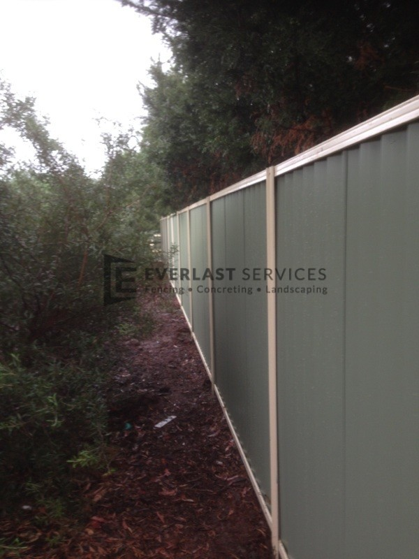 CB19 - Primrose rails meadow sheets with colourbond