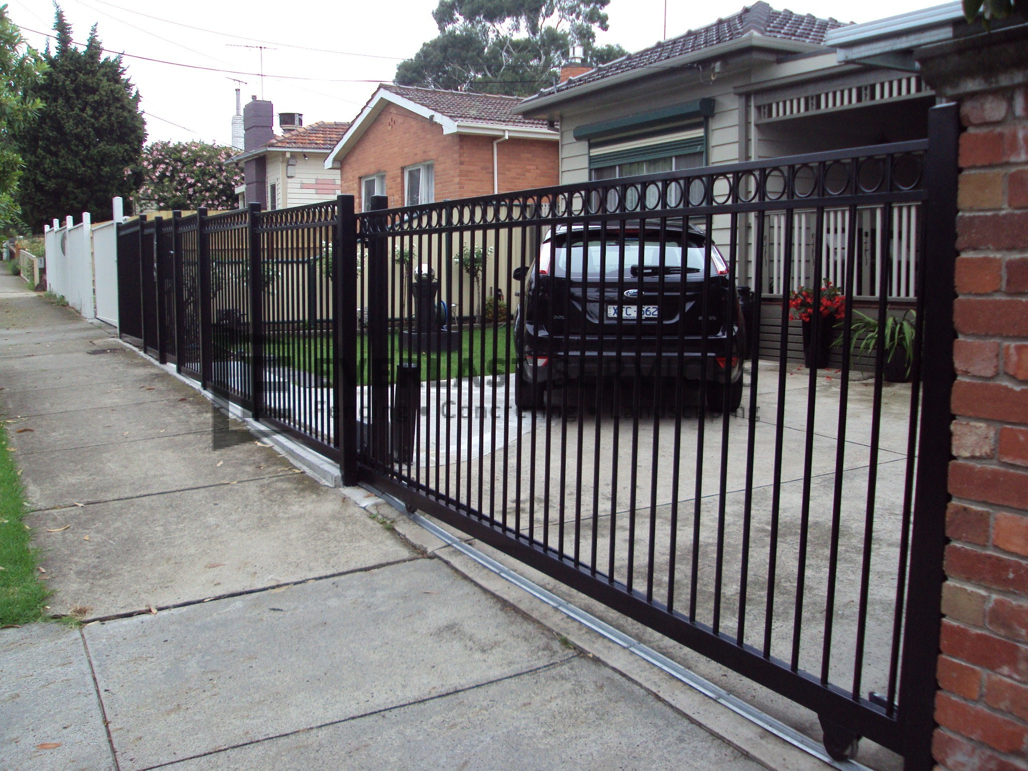 SG20 - Black Level Ring Steel Sliding Motorised Gate - Melbourne