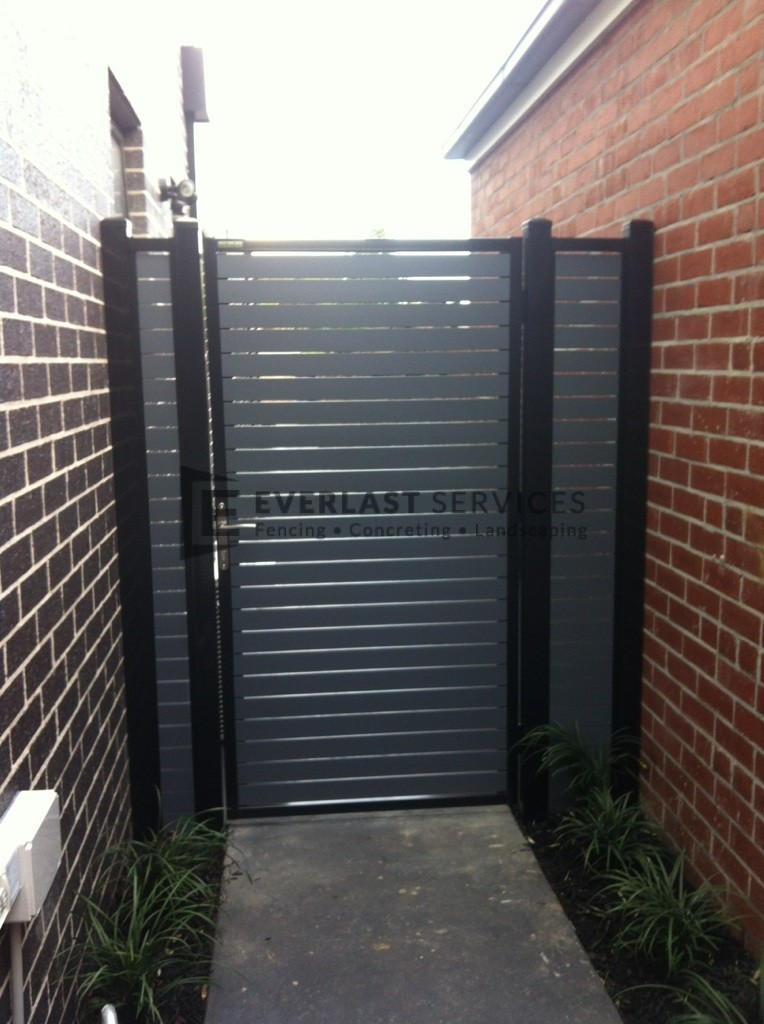 SS24 - Black Post + Frame with Woodland Grey Slats Single Gate + 2 Side Panels