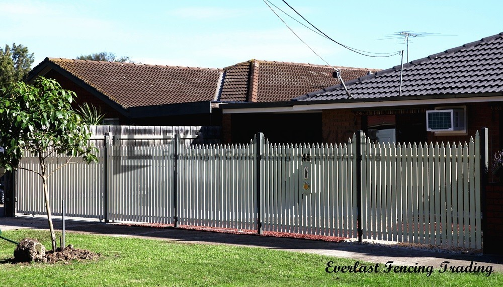 SF21 - Black Post + Pearl White Steel Picket Fencing - Werribee