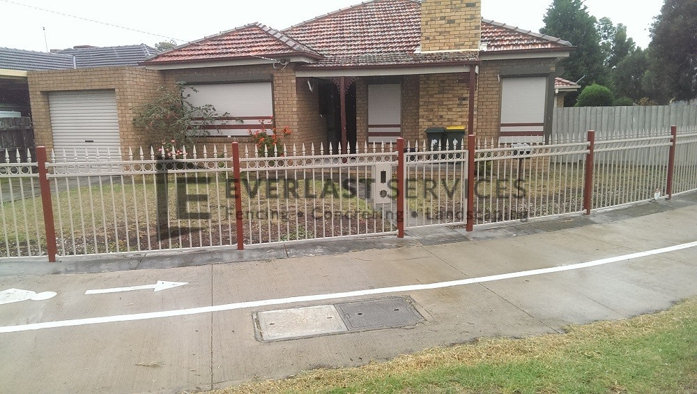 SF30 - Riversand Ring and Spear Steel Garden Fencing