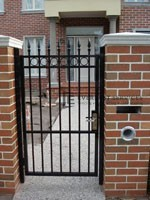 DW38 - Level Steel Ring and Spear Single Gate