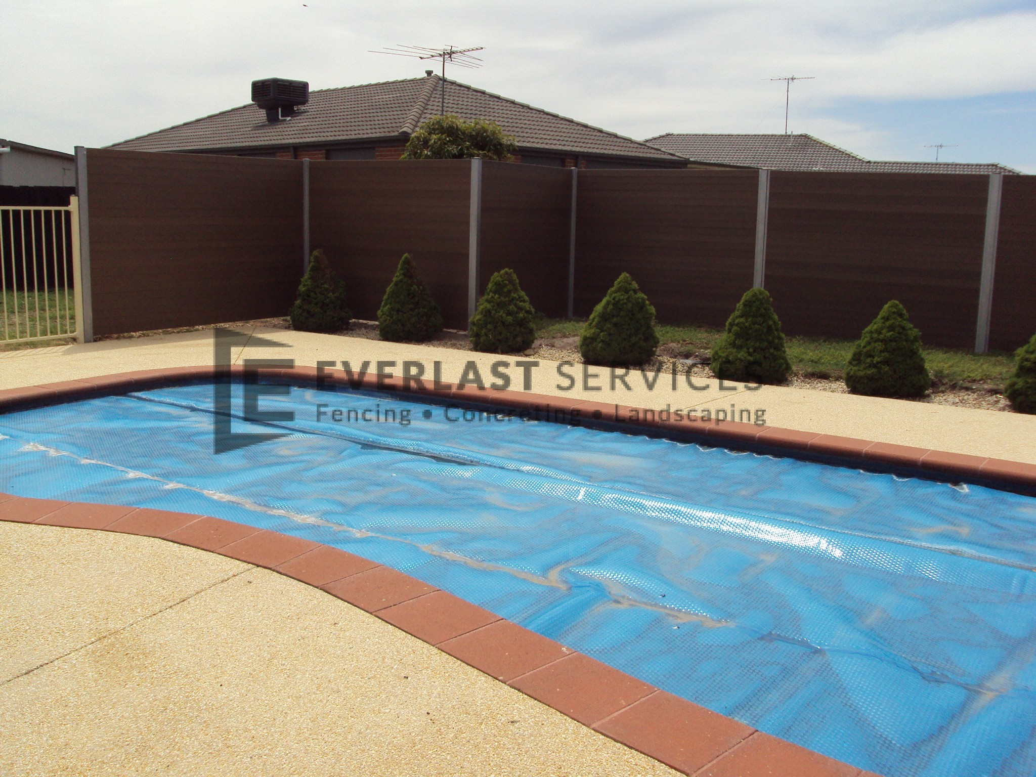 SP4 - Horizontal Slat Pool Fencing