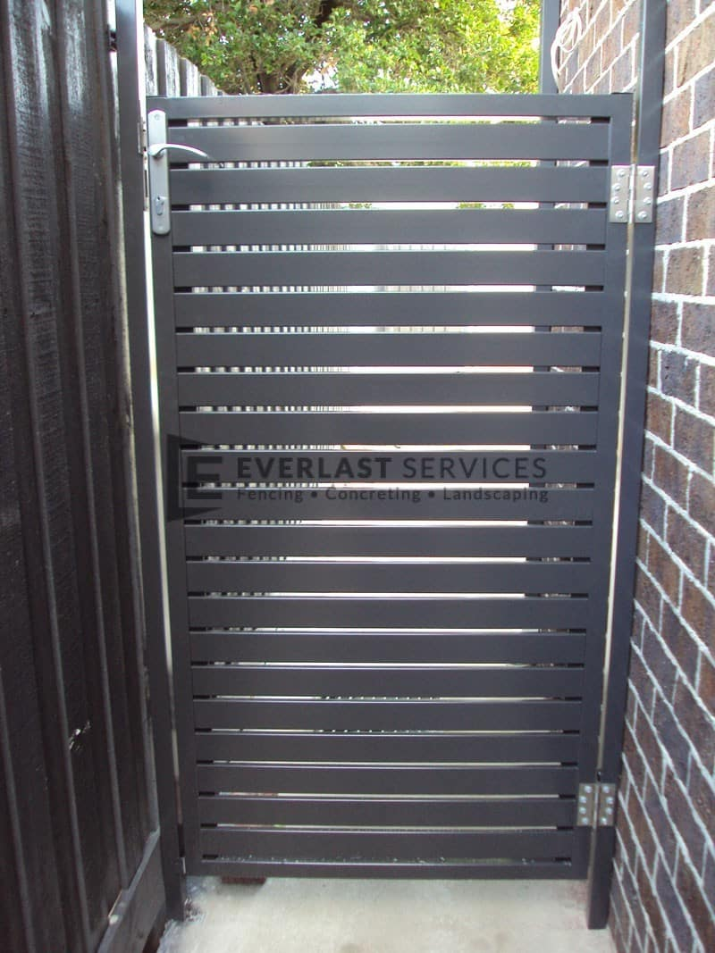 SS43 - Horizontal Slats Single Gate with High Lock
