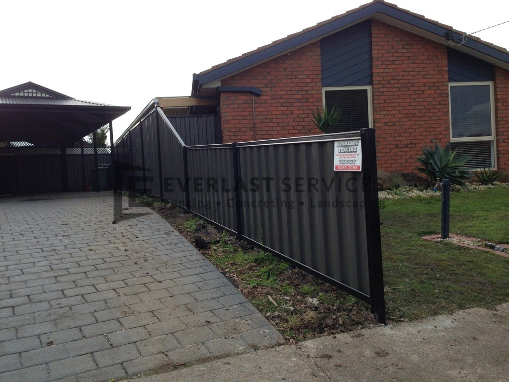 CB5 - Black Colorbond Fence