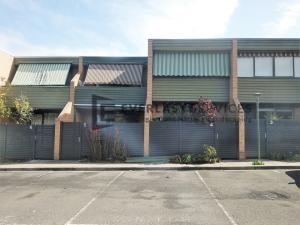 A187 - 516 Moreland Road Horizontal Aluminium Slats Houses