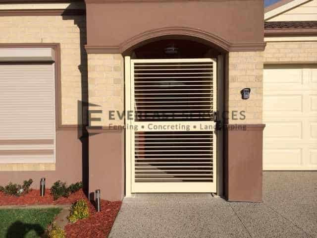 SS6 - Horizontal Blade 50x10 Steel Slats Single Gate Front View