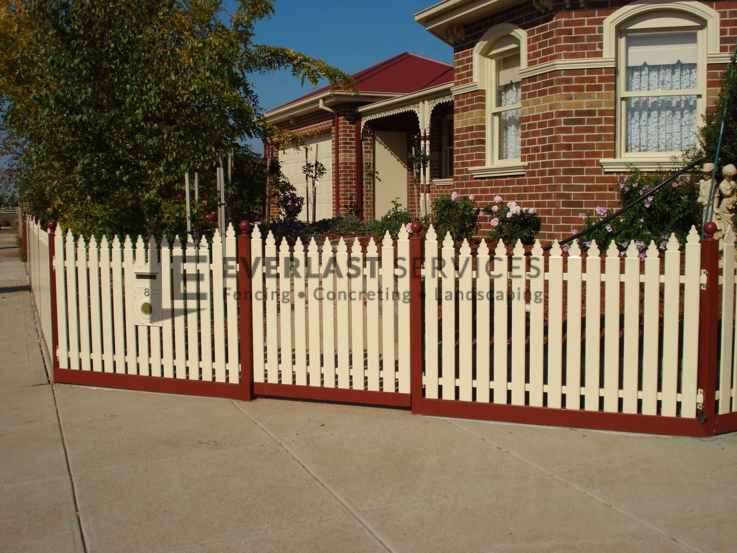 SF59 - Manor Red Post with Cream Picket