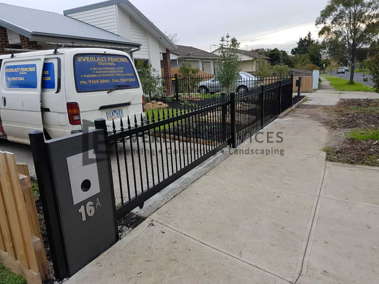 SG54 - Black Level Spear Sliding Gate