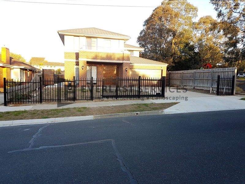 SF161 - Black Square Level Spear Steel Fencing