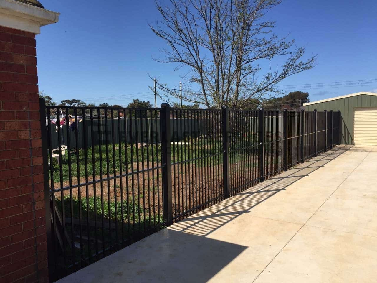 SF96 - Black Flat Top Boundary Fencing
