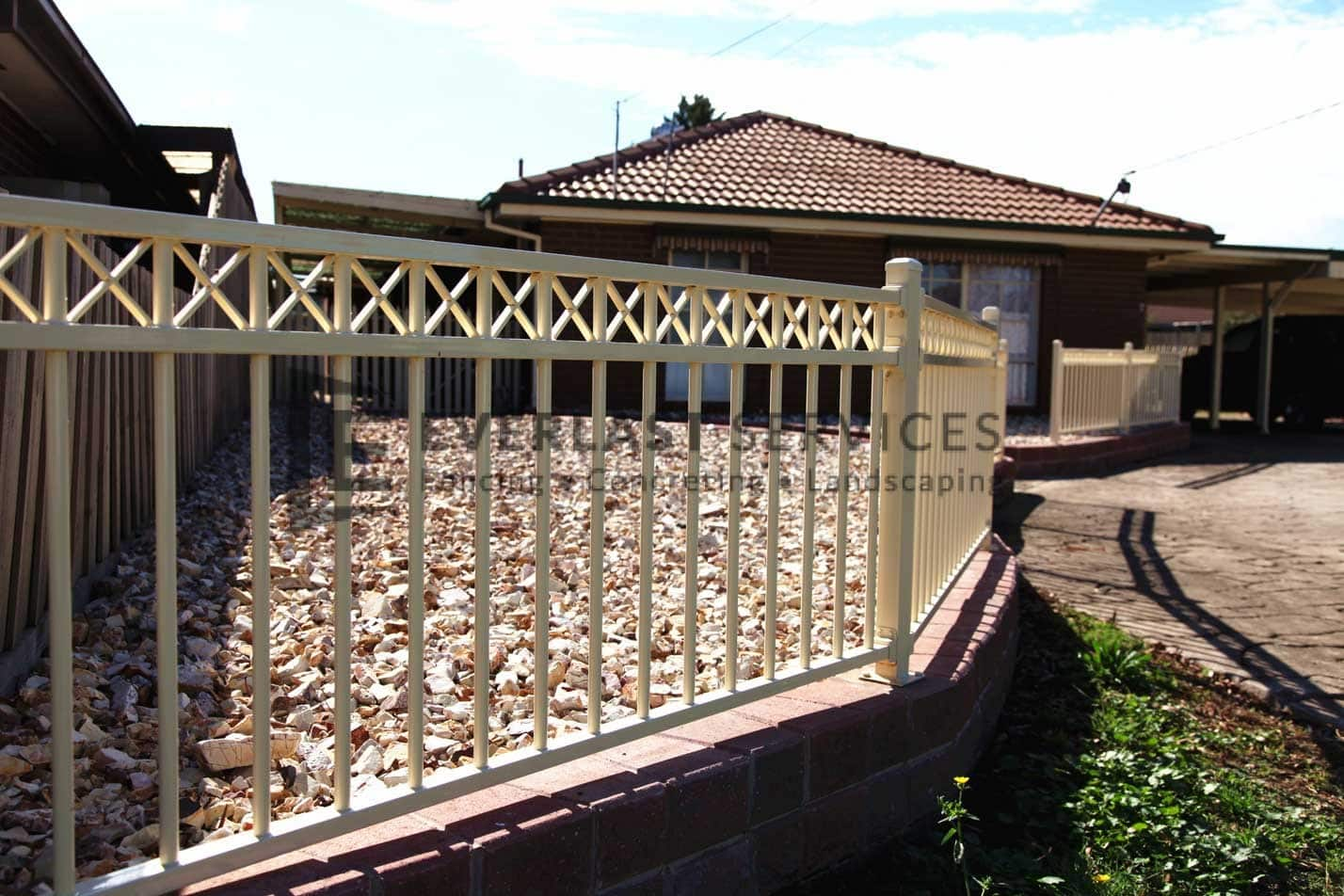 SF126 - Primrose Diamond Top Steel Fencing