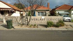 A95 - Riversand Horizontal Slats with Deliver Eze Mailbox